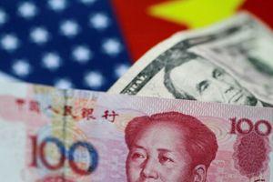 Đồng USD giảm giá do căng thẳng thương mại Mỹ-Trung leo thang