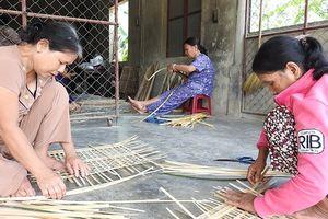 Huế: Người khiếm thị tham gia làm hàng xuất khẩu & giải quyết nông nhàn cho nông dân