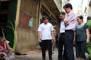 Ông Đoàn Ngọc Hải đi kiểm tra PCCC ở chợ, chung cư