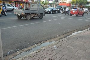 Truy tìm tài xế ô tô kéo lê người bị nạn hơn 2 km