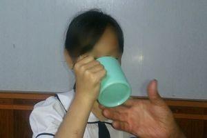 Bộ GD-ĐT yêu cầu xử nghiêm cô giáo phạt học sinh uống nước vắt giẻ lau bảng
