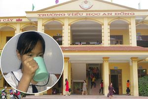 Phạt học sinh uống nước giặt giẻ lau bảng, cô giáo bị buộc thôi việc