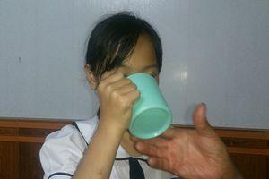 Hải Phòng: Cô giáo phạt học sinh lớp 3 uống nước giặt giẻ lau bảng