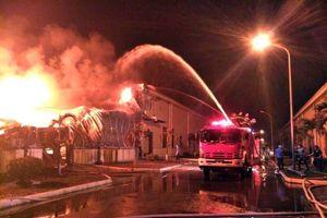Lửa vẫn cháy âm ỉ tại kho sợi Texhong Ngân Long suốt 30 giờ