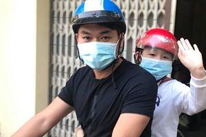 Hot Face sao Việt: Chồng trẻ Lê Phương lái xe đưa con riêng đi học