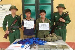 Bắt 2 đối tượng người Lào mang theo súng, vận chuyển 5 bánh heroin