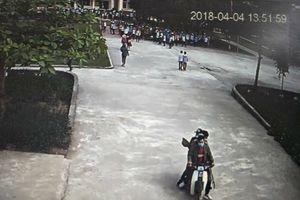 Hà Tĩnh: 4 thanh niên mang gậy vào trường học tấn công học sinh