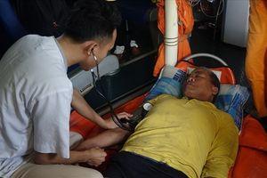 Vượt gần 300 hải lý cứu nạn thuyền viên bị liệt nửa người