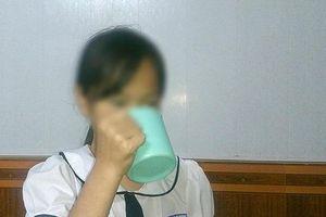 Bắt học trò uống nước giặt giẻ lau: Căm phẫn tột cùng!