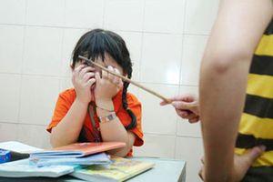 Học sinh súc miệng bằng nước vắt giẻ lau và những hình phạt phản cảm