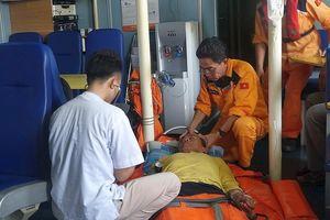 Điều tàu SAR 412 ra biển Hoàng Sa cứu ngư dân bị tai biến