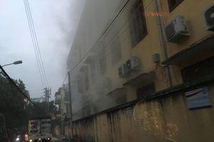 Hải Phòng: Lửa từ đống rác gây cháy trường Tiểu học Đằng Hải