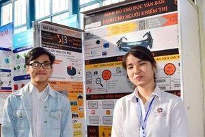 Học sinh chế tạo kính hỗ trợ đọc cho người khiếm thị