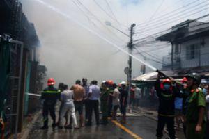 Nhiều nhà dân tại trung tâm đô thị Mỹ Tho bị hỏa hoạn