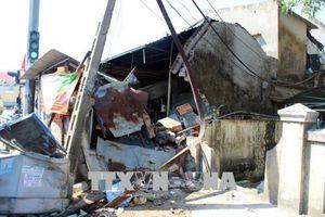 Xe tải tông vào nhà dân tại Lâm Đồng, cả gia đình may mắn thoát nạn