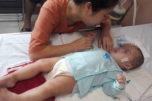 Bé 9 tháng bị bại não sau khi tiêm thuốc: Nhìn con đã xót xa, gia đình còn phải đối diện với vô số nỗi lo