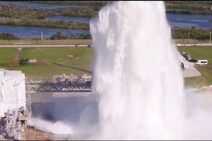 Cột nước hai triệu lít phun lên trời trong thử nghiệm của NASA