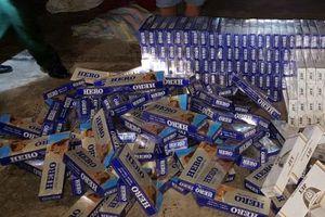 Phát hiện hơn 20 ngàn bao thuốc lá lậu được cất giấu trên xe ô tô