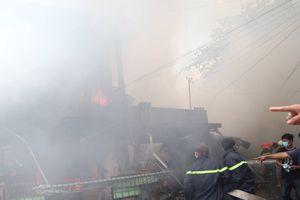 Tiền Giang: Cháy lớn thiêu rụi 7 căn nhà ven sông, nhiều người nhập viện