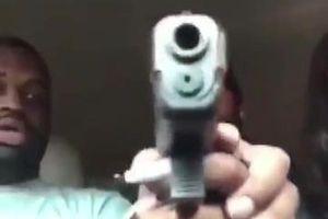 Đoạn livestream nghịch súng trở nên khủng khiếp khi người đàn ông bị bạn gái bóp cò bắn vào đầu