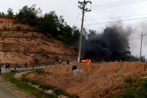 Gầm xe cà vào đá, ô tô 4 chỗ bị cháy rụi trên đèo Sao Mai