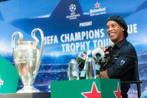 Ronaldinho sẽ sang Malaysia đá bóng