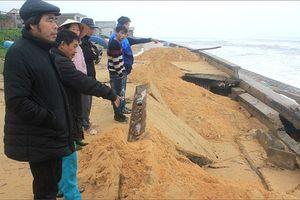 Vì sao nhiều đê kè biển trăm tỷ ở Quảng Bình bị phá nát?
