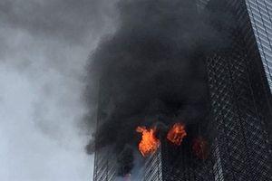 Clip tháp Trump bốc cháy, một người thiệt mạng