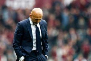 Inter hụt top 3, Spalletti chỉ biết gục mặt xuống sân