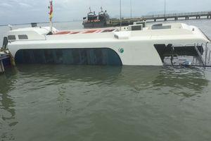 Nước tràn vào khoang tàu cao tốc, 42 hành khách thoát nạn