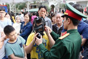 Quận Thanh Xuân: Tập huấn sử dụng mặt nạ phòng độc cho người dân