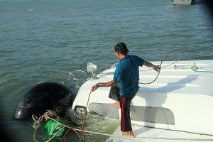 Đội thợ lặn trục vớt tàu cao tốc triệu đô gặp nạn ở biển Cần Giờ