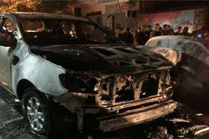 Video: Xe Ford Ranger cháy trơ khung sau tiếng nổ lớn