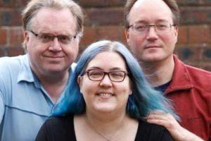 Người phụ nữ Anh sống hạnh phúc với 1 chồng, 1 hôn phu và có 2 bạn trai