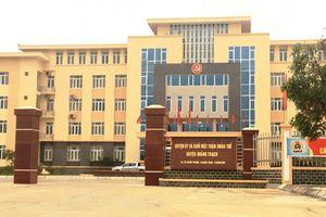 Cả họ bí thư huyện ủy làm quan ở Quảng Bình: 'Chỉ là họ hàng sơ sơ'