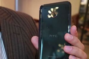 Smartphone chống nước HTC U12 Plus trang bị RAM 8GB