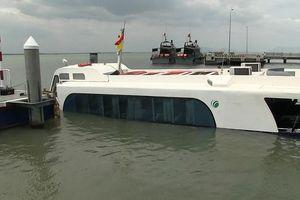Trưởng tàu cao tốc chở 42 khách chìm được thưởng nóng 5 triệu