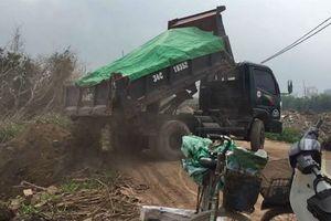Cơ quan chức năng Hải Dương nói gì về đoàn xe tải đổ trộm phế thải?