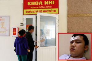 Đang thăm khám, bác sĩ bị người nhà bệnh nhân đánh nhập viện cấp cứu