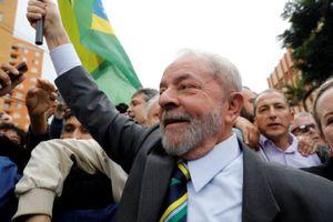 Cựu Tổng thống Brazil đầu hàng cảnh sát