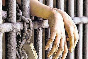 20 năm giam cầm con trai trong cũi sắt