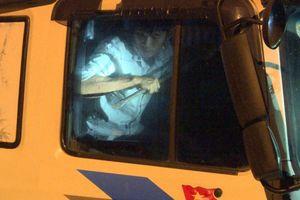 Phạt 'ma men' tông xe công an, cố thủ trong xe 23 triệu đồng