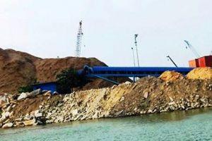Bình Định: Tân cảng Quy Nhơn bị 'tuýt còi' việc đổ xà bần lấp biển