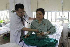 Cấp cứu cho một du khách Trung Quốc bị nhồi máu cơ tim
