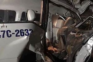 Xe cứu thương gặp tai nạn liên hoàn trong đêm, 6 người thương vong