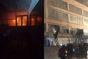 Cháy dữ dội ở TP HCM, sau khoảng 2 giờ mới khống chế được lửa