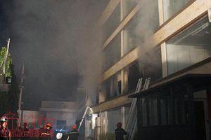 Cháy lớn tại nhà xưởng Công ty bánh kẹo ABC ở TP Hồ Chí Minh