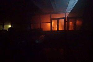 Cháy xưởng bánh ABC, một cảnh sát PCCC bị thương