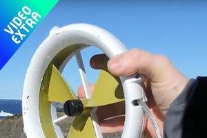 Thiết bị sạc điện thoại tiện lợi chỉ bằng gió và nước