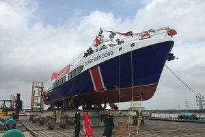 Hạ thủy tàu vận tải trị giá 1 triệu USD phục vụ khách ra đảo Lý Sơn
